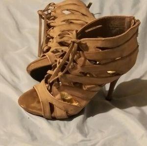 Rouge sexy heels